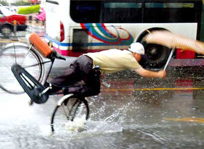 china-bicyclist-falling-2.jpg