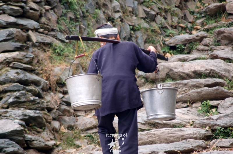 1340603032_porteuse-de-palanque-i-carry-buckets.jpg