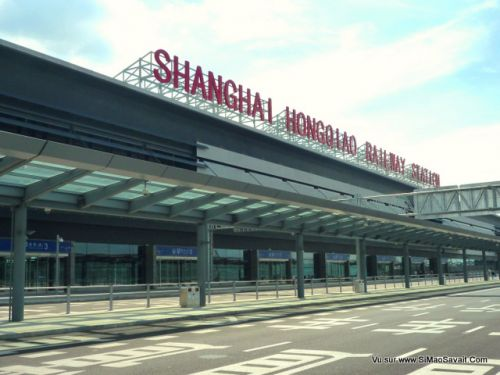 Shanghai_Hongqiao_Railway_Station_north_side.jpg